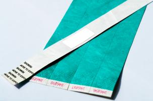RFID-метка на контрольных браслетах