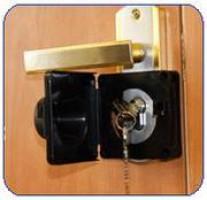 Опечатывающее устройство для дверей
